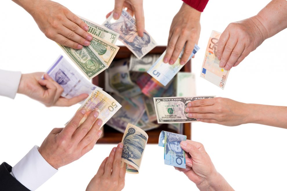 The Pros and Cons of Crowdfunding Your New Business